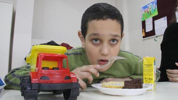 Engelli çocuklara Sevgililer Günü kutlaması yapıldı