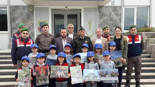 Öğrencilerden Mehmetçiğe sevgi ziyareti