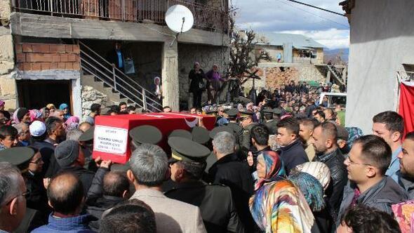 Şehit Uzman Çavuş Ünlüyü Karamanda son yolculuğuna 5 bin kişi uğurladı