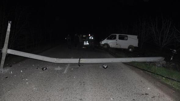 Alkollü sürücü kaza yaptı, mahalleler elektriksiz kaldı