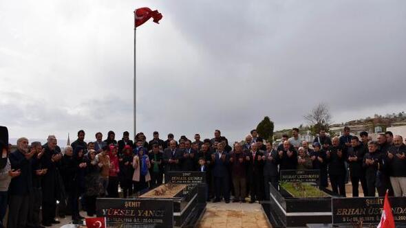 Yazıcıoğlu ile helikopter kazasında ölenler, mezarları başında anıldı