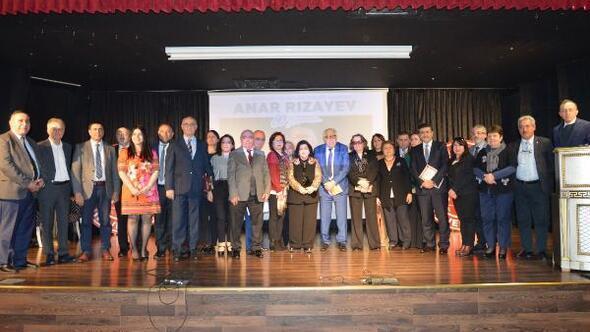 Anar Rızayevin 80inci yaşı İstanbul Yeni Yüzyıl Üniversitesi'nde kutlandı