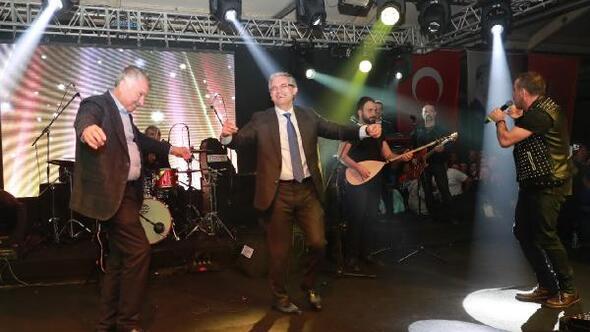 Haluk Levent istedi, başkanlar çifte telli oynadı