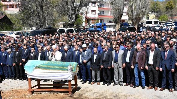 Bakan Yılmaz, Sivasta cenazeye katıldı