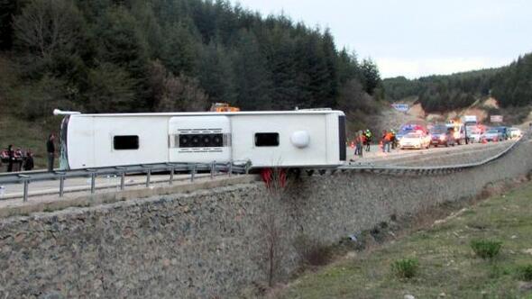 Afyonkarahisar'da yolcu otobüsü devrildi: 1 ölü, 20 yaralı