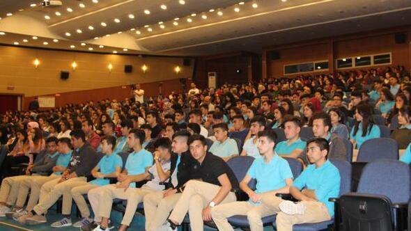 5 bin öğrenciye suç sayılan davranışlar ve sosyal medya etkileri anlatıldı