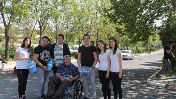 Üniversite öğrencilerinden engellilere mavi kapak desteği
