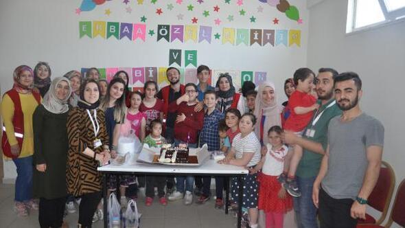 Kızılay Gençlik Kollarından engelli çocuklara ziyaret