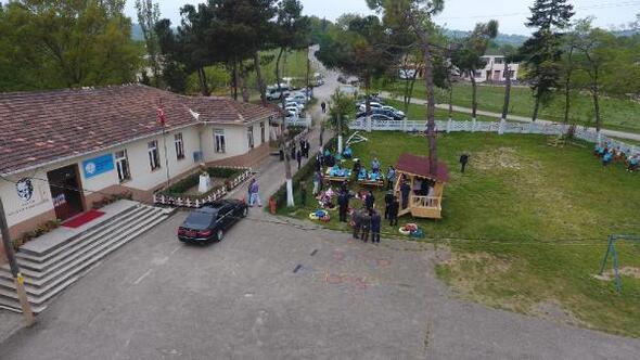 Vali İpek, örnek okulu ziyaret etti