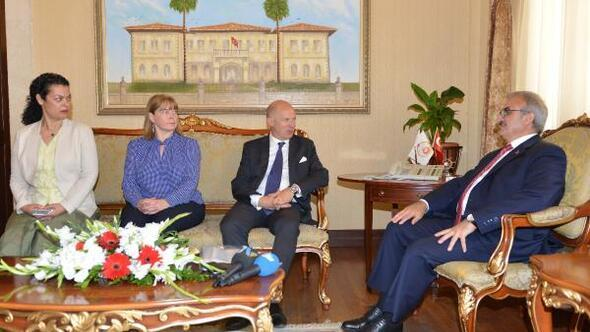 İngiltere Büyükelçisinden Vali Karaloğluna ziyaret