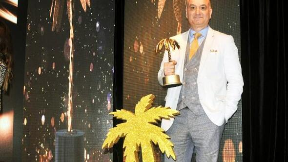 Op. Dr. Erdal Cücüke Yılın Tıp Adamı ödülü