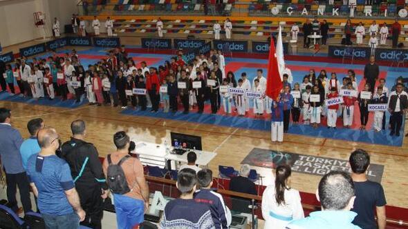 Küçük Kız Erkek Karate Türkiye Şampiyonası Çankırıda başladı