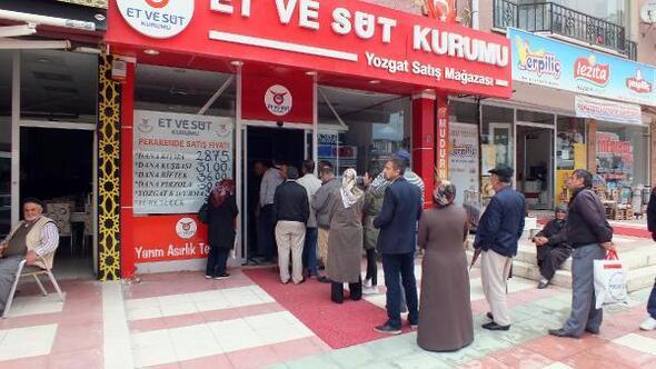 Ramazan öncesi ucuz et kuyruğu