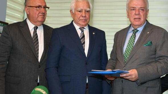 Bursasporda başkan adayları listelerini verdi