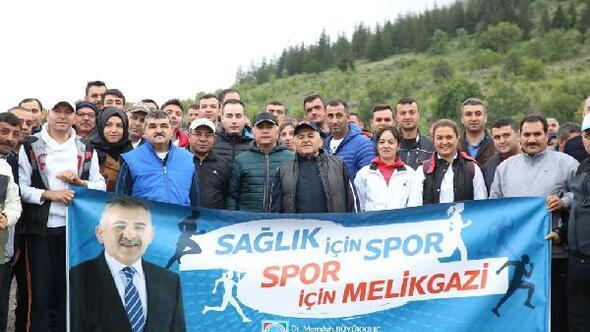 Melikgazide belediye personeli spor yapıyor