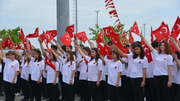 Bandırma'da coşkulu kutlama