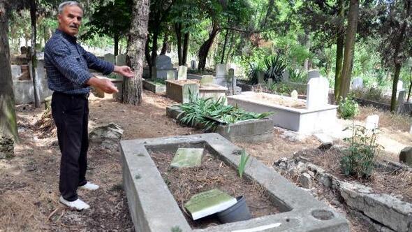 Malkarada mezar taşlarını kırdılar