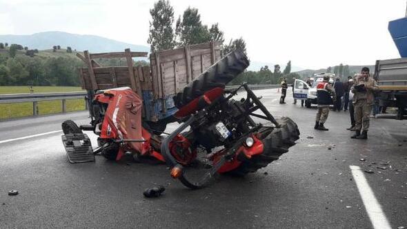 TIRla çarpışan traktörün sürücüsü öldü