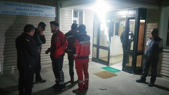 Demirkazık'ta 3 dağcı mahsur kaldı (2)