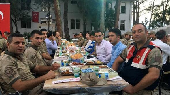 Yayladağı İlçe Jandarma Komutanlığı, şehit aileleri ve gazilerle iftarda buluştu