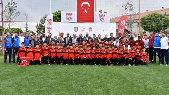 Demir Grup Sivassporun Futbol Okul Projesi başladı