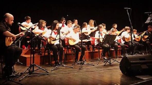 Halk Eğitim Merkezi kursiyerleri başarılı bir konser verdi