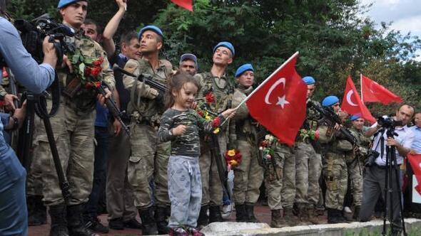 Kürtünde, 2 PKKlı teröristi öldüren askerlere coşkulu karşılama
