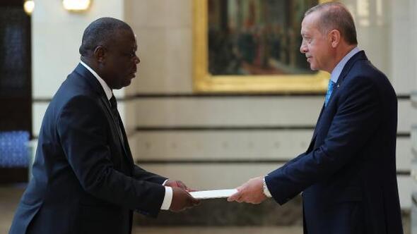 Cumhurbaşkanı Erdoğana Zambiya Büyükelçisi Chilengiden güven mektubu