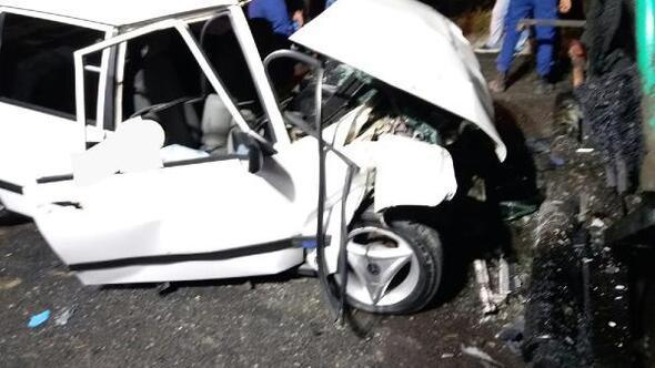 Otomobil,asfalt serme makinesineçarptı: 2 ölü