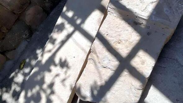 Kayseride bir evde Roma dönemine ait mezar taşları bulundu