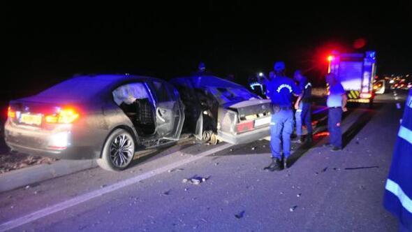 Karamanda iki otomobil çarpıştı: 2 ölü, 4 yaralı
