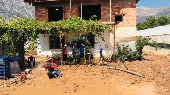 Elmalı Belediye Başkanı Öztekin: 2 metre çamura battık