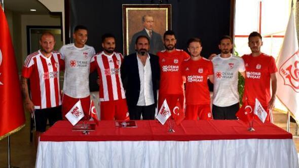 Demir Grup Sivassporda toplu imza töreni