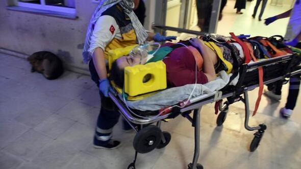 Çöken tavanın altında kalan baba öldü, kızı yaralandı