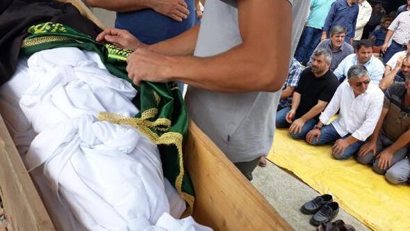 Kazada ölen baba ve 6 aylık oğlu tek tabutta son yolculuğa uğurlandı