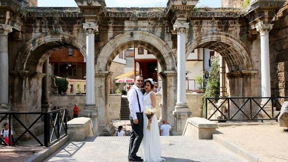 Düğün İranda, hatıra fotoğrafları Antalyada