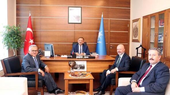 3 büyük ilçe belediye başkanından Özhasekiye ziyaret