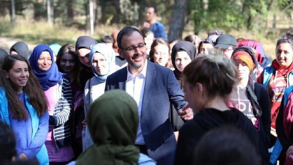 Bakan Kasapoğlundan gençlik kampına ziyaret