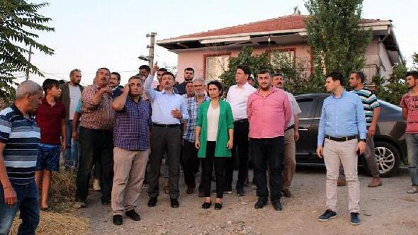 Köylüler, AK Partili Dağın aracını durdurup, yardım istedi