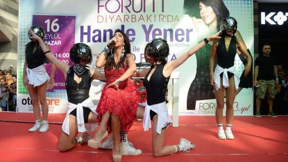 Diyarbakırda Hande Yenere yoğun ilgi