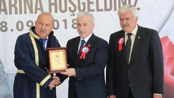 Kayseri'de yılın ahisi 54 yıllık terzi oldu