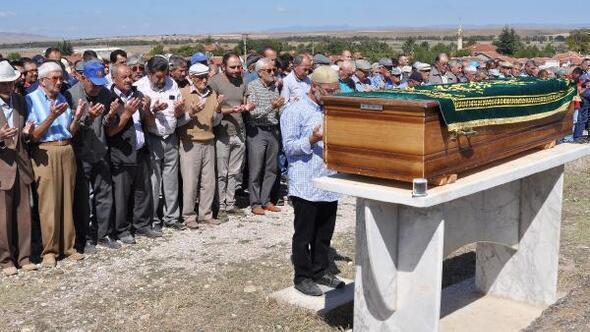 Otobüs kazasında ölenlerden 2si Eskişehir ve Bilecikte toprağa verildi