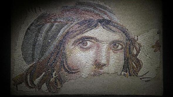Türkiye, Çingene kızı mozaiğinin ABDdeki parçalarının peşinde