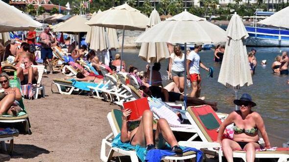 Marmaris turistler sonbahar güneşinin tadını çıkardı