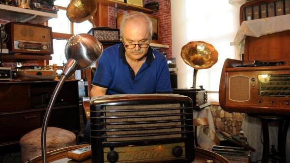 Nostalji doktoru gramofon ve eski radyoları tamir ediyor
