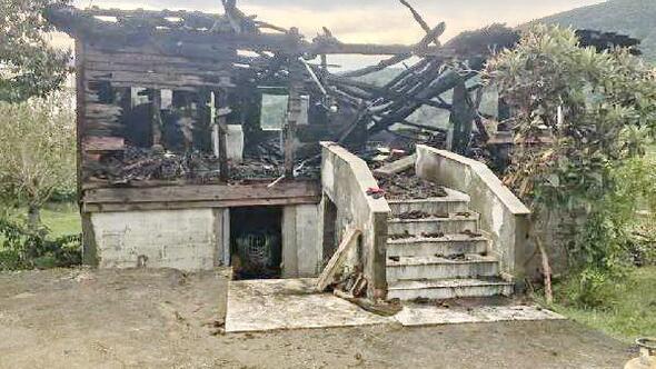 Kastamonuda yaşlı kadın evinde yanarak can verdi