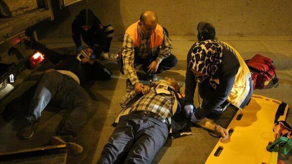 Tünelde kaza: Yaralı arkadaşının elini biran olsun bırakmadı