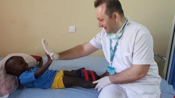 Türkiye'nin gönüllü sağlık elçileri 3 kıtada binlerce hastayı tedavi etti