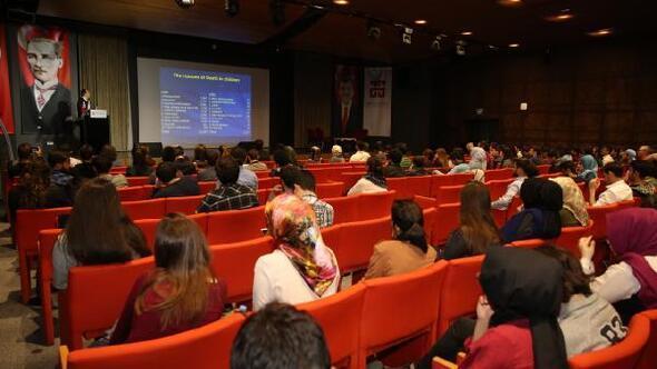 """AGÜ'de """"Çocukluk Çağı Kanserleri ve Güncel Yaklaşımlar"""" konferansı"""