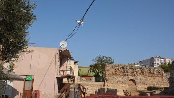 Elektrik kablosuna takılan drone için itfaiye devreye girdi